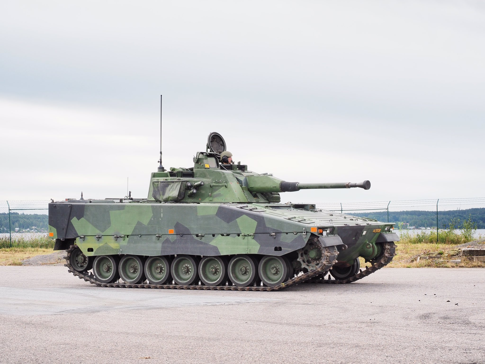 Swedish Army Receives 100th CV90 Infantry Fighting Vehicle - MilitaryLeak